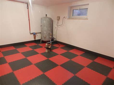 Pvc Boden Klicksystem by Pvc Floor Tiles Protecting The Walls Fortelock