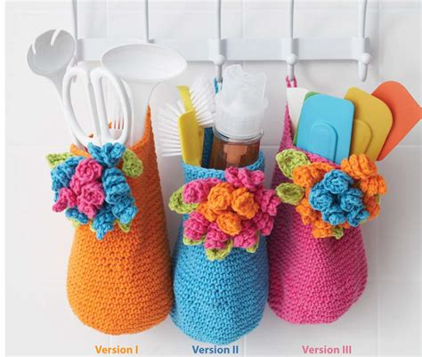 27863 White Pattern Skirt bouquet baskets in sugar and solids knitting
