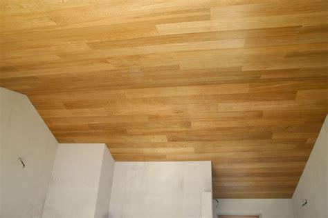 perline in legno per soffitti rivestimento soffitto legno idee creative di interni e