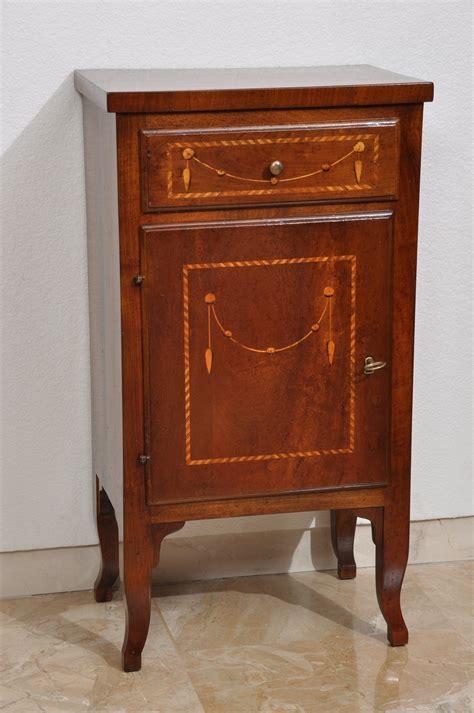comodino larghezza 30 cm comodino mobiletto di lusso costruito in noce massello e