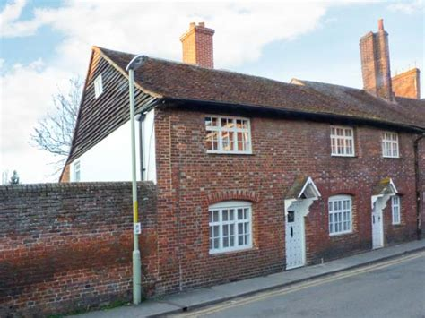 9 Linden Grove Family Accommodation Canterbury Cottages Cottages Canterbury