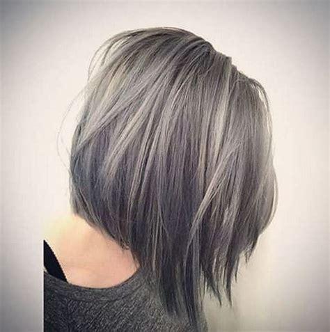cheveux chatain meche grise coloration des cheveux moderne hair les cheveux de grand m 232 re ne se cachent plus