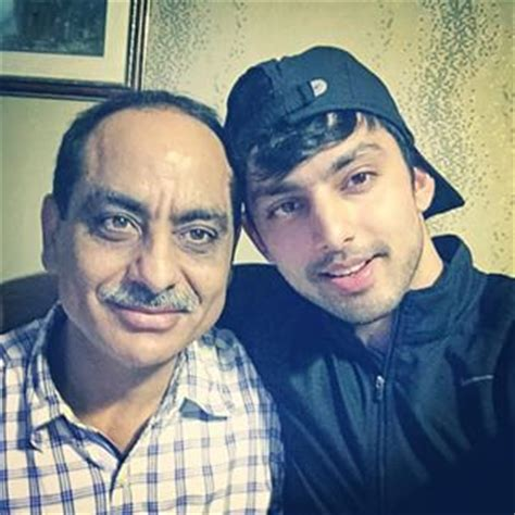 biography of mother and father himansh kohli family photos mother father wife age