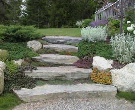 come arredare il giardino arredare il giardino con sassi e pietre i consigli di