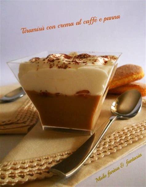 Coppette di tiramisù con crema al caffè e panna.Dolci al cucchiaio   Nutella, Tiramisu and