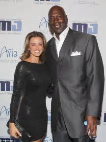 michael jordan house sold michael jordan s made to measure chicago mansion goes on the market for a cool