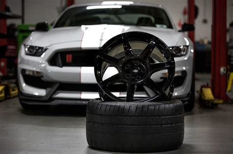Wheels Ford Shelby Gt350r Kuning with carbon fiber wheels and space shuttle tech the shelby gt350r is out of this world