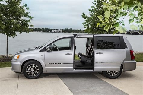 Chrysler Minivan Reviews Review 2014 Chrysler Town Country Limited Celebrating