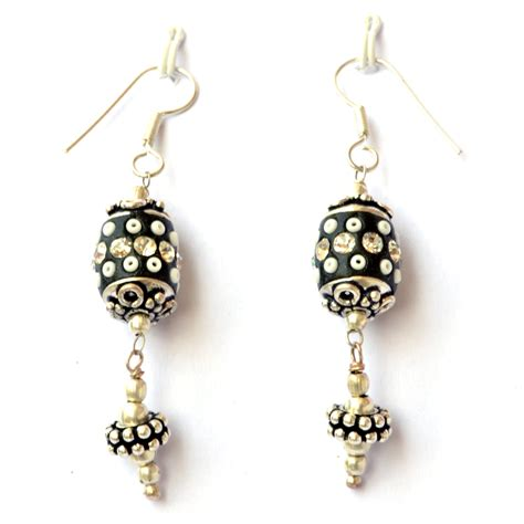Handmade Ear Rings - handmade earrings black with seed