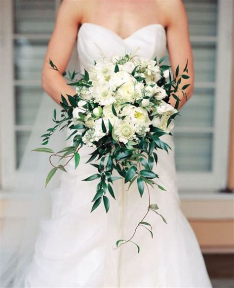 23 innocently beautiful white bridal bouquets weddingomania