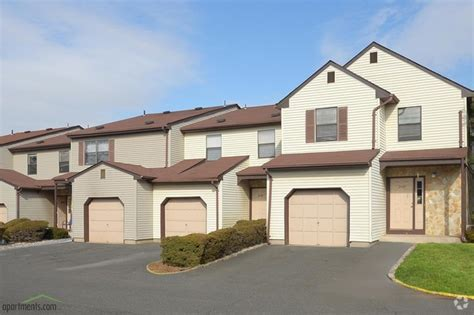 one bedroom apartments in edison nj chesterfield townhomes rentals edison nj apartments com