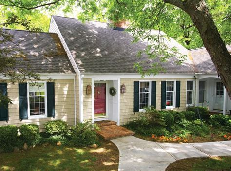 what color paint goes with yellow siding 63 best trim and shutters to go with siding images