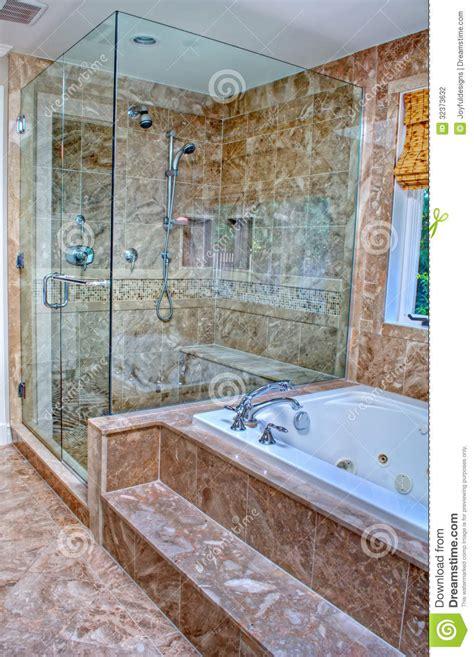 badewanne im raum moderne dusche und badewanne im raum stockfoto bild