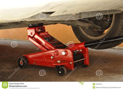 Auto Shop Floor Plans hydraulic car jack stock photos image 33042653