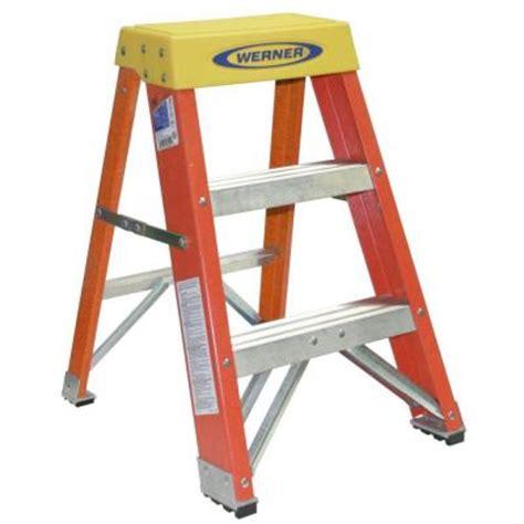400 Lb Capacity Ladder by Werner 2 Ft Fiberglass Step Ladder With 300 Lb Load