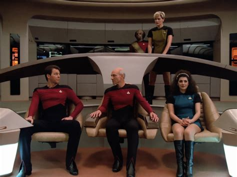 Star Trek Captains Chair by Voyager S Captain S Chair Is Not Centered Startrek