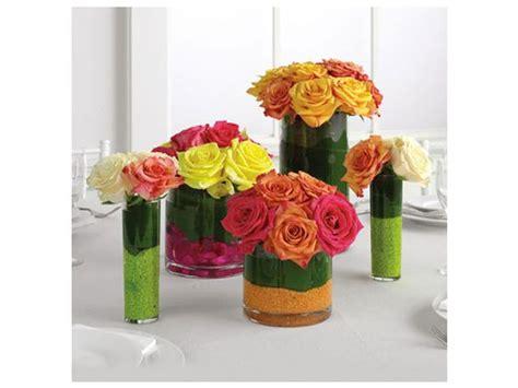 arreglos de mesa para bautizo con flores arreglo de flores colorido centro de mesa para boda