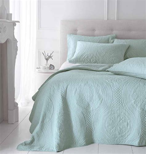 Quilted Bedspreads Sale Patchwork Quilts Bedlinen Bedspreads For Sale At Linen