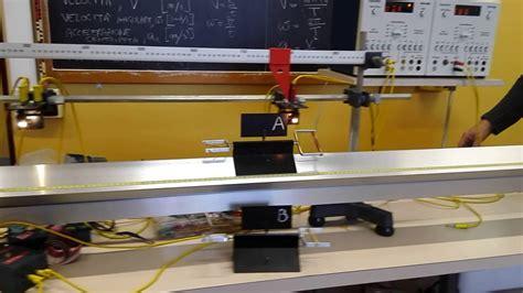 rotaia a cuscino d moto uniformemente accelerato moto rettilineo uniforme su rotaia a cuscino d