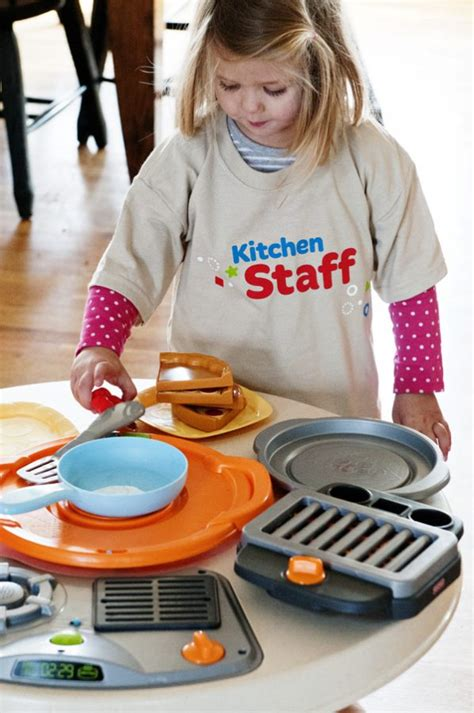fisher price servin surprises kitchen table gift idea for your kitchen helpers dine