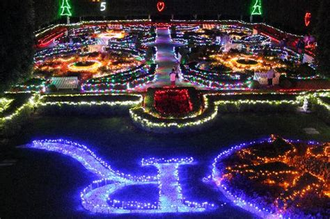 hunter valley garden s christmas lights luxury escapes