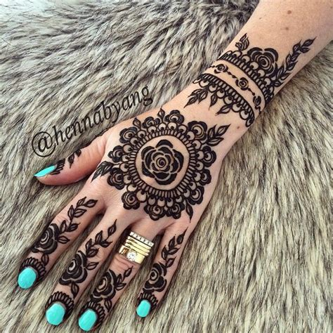 henna tattoo artist nottingham best 25 henna flowers ideas on