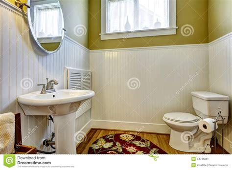 indogate salle de bain verte et blanche