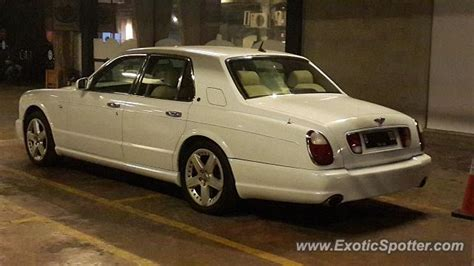bentley jakarta bentley arnage spotted in jakarta indonesia on 09 23 2017