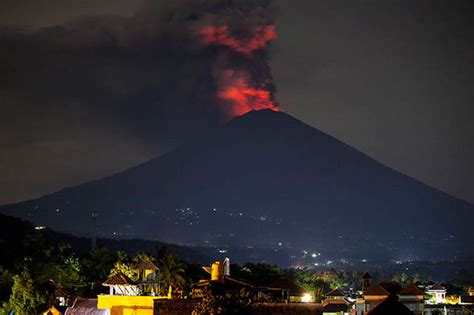 airasia volcano update bali volcano eruption latest update plume rises from