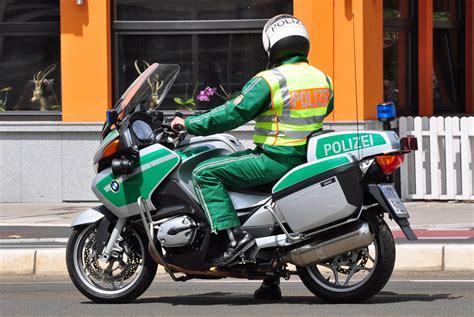 Bmw Motorrad Bonn by Bmw Polizeimotorrad In Bonn Anl 228 223 Lich Der Demo Gegen
