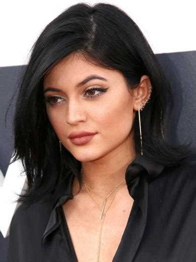 gigi hadid channels one hot cow with new septum piercing mtv uk black celebrities with big ears new book details barack