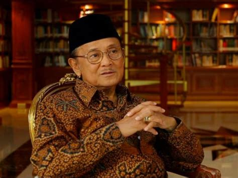 bj habibie b j habibie biography the third president of the