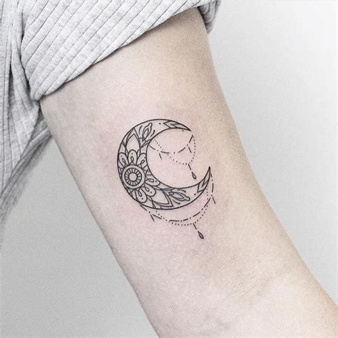 cresent moon tattoo 1000 ideas about crescent moon tattoos on