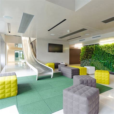 pixar office lounge and wall of art interior design ideas kreatywna przestrzeń biurowa zobacz jak wygląda siedziba