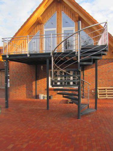 balkongeländer mit treppe balkon anbaubalkon verzinkt wendeltreppe pulverbeschichtet