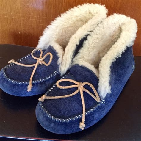 navy blue ugg slippers 73 ugg shoes ugg australia alena slippers size 6 in
