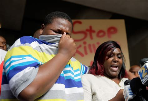 Alton Sterling S Criminal Record Alton Sterling Shooting Images From Baton The Week