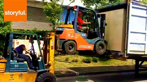 driving boat into lift movers use forklift to lift forklift youtube