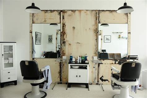 Blind Shop The Buzz Ny S Blind Barber Makes Its West Coast Debut