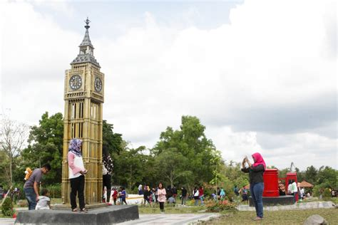 Miniatur Jam Big Ben Oleh Oleh Negara Inggris keliling dunia di merapi park yogya gudegnet