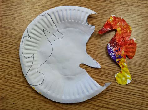 Seahorse Paper Plate Craft - colors and kindergarten sea turtles and sea horses