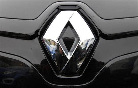 Emblem Besi Logo Hyundai Motors Gold Or Silver cars logo dualwarez
