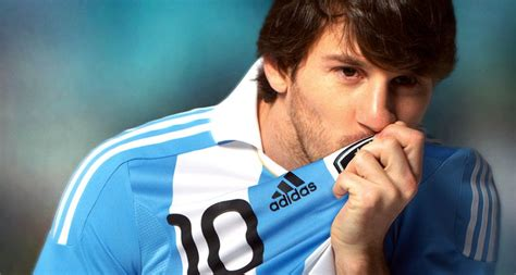 biography of lionel messi of argentina lionel messi biography publish with glogster