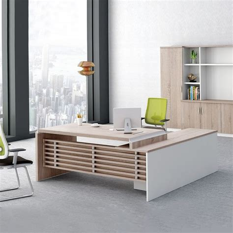 Modern Desks For Offices Best 25 Executive Office Desk Ideas On Pinterest Modern Executive Desk Executive Office And