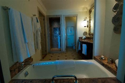 atlantis rooms atlantis room bathroom picture of atlantis the palm dubai tripadvisor