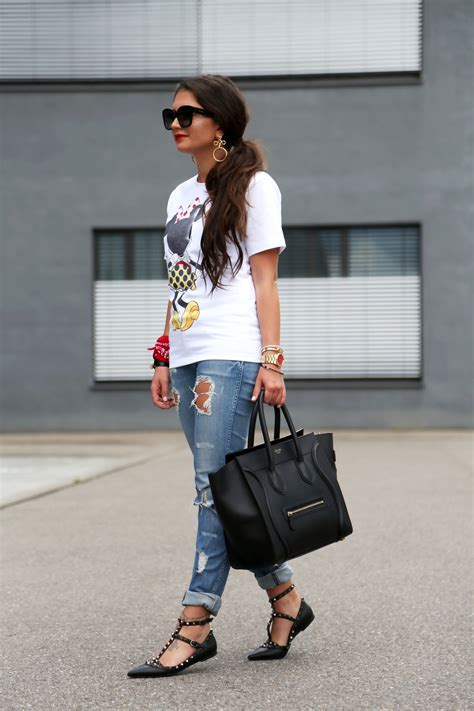 that Minnie Mouse shirt // Victoria Beckham X Disney   Minnie mouse shirts, Rockstud flats and