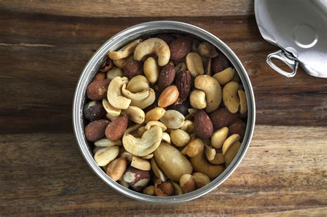 eating nuts and peanuts may protect against major diseases