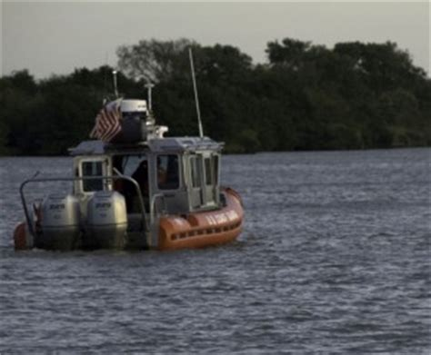 boat accident buoy 10 intoxicated boater hits buoy near grand haven coast
