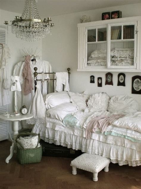 Shabby Chic Bedroom Decorating Ideas 33 And Simple Shabby Chic Bedroom Decorating Ideas Ecstasycoffee