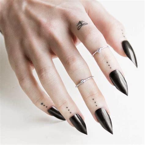 tatouage doigt femme et homme petites id 233 es 224 grand